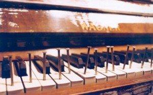 fluxus-piano-359x224